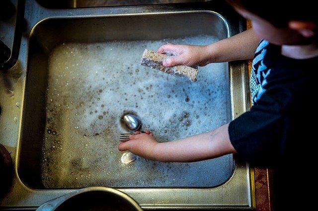 【專家話】兒童天生鍾意幫人 俾孩子做家務有2好處