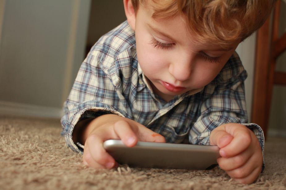 【低頭族】孩子每日睇幾耐電話?近4成家長矇查查