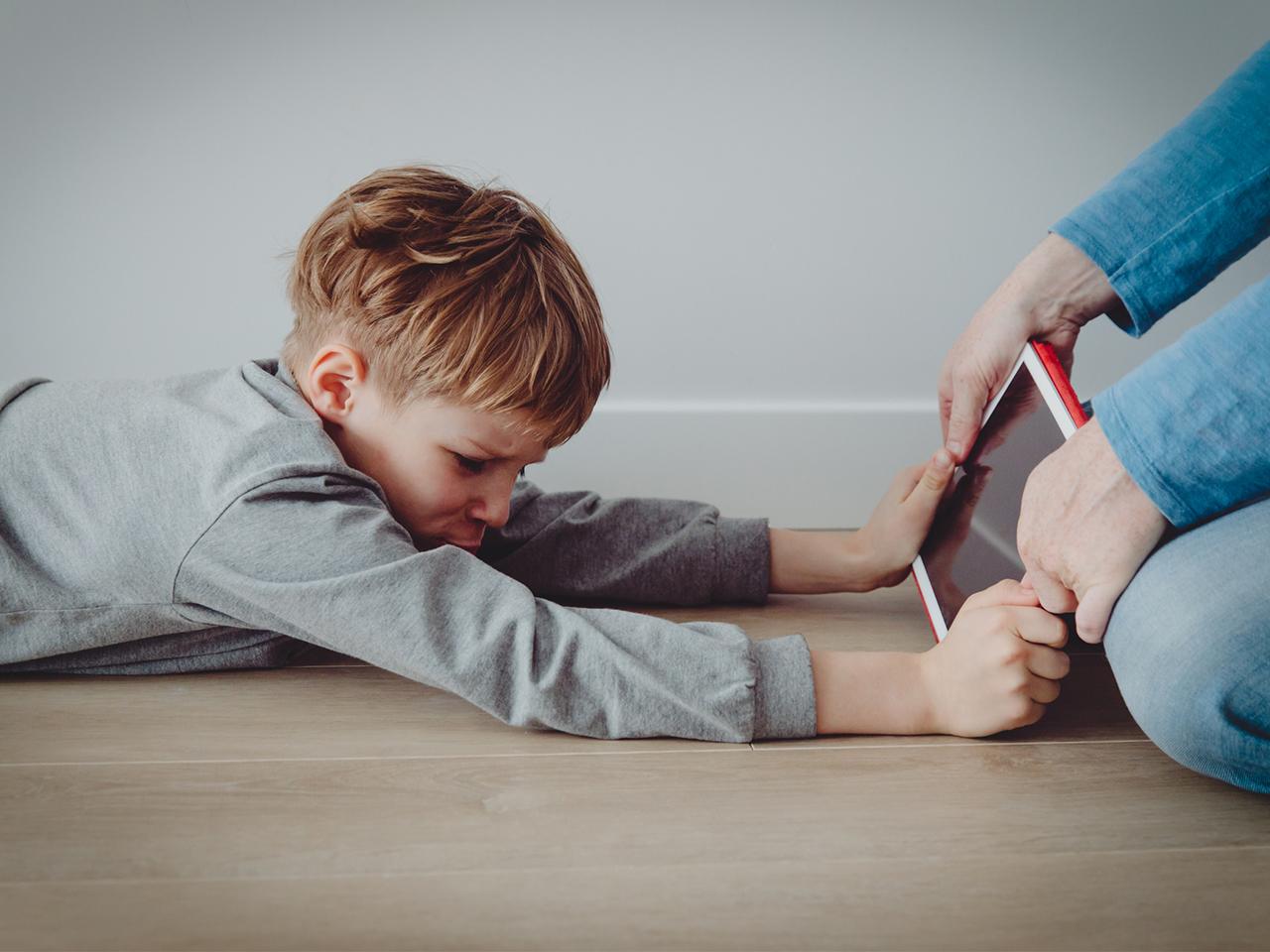 【玩少啲】在家時間太長只打機?家長提防「遊戲障礙」