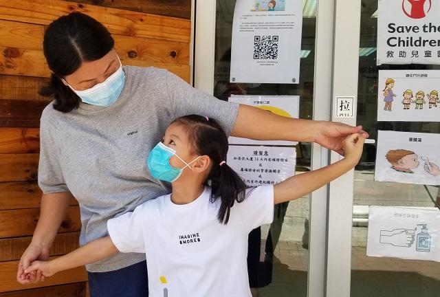 香港救助兒童會在深水埗舉辦的POP-UP「夏嘩兒暑期計劃」為區內有需要的小朋友及其家庭服務。